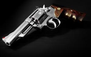 Pistol-SmithWesson[1]